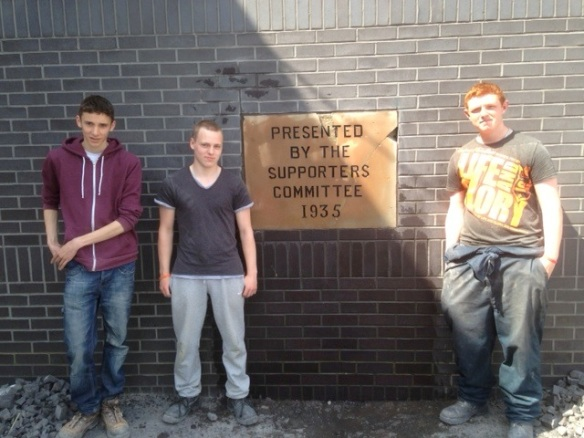 Bricklaying students with the finished plaque - Joe Lawrence, Jamie Morgan, Danny Dowling Photo - Tony Pate